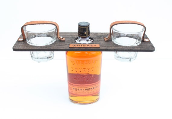 groomsmen whiskey carrier with glasses | by hostandtoaststudio | http://emmalinebride.com/gifts/groomsmen-gift-whiskey/