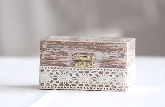 rustic ring box with lace | 41 Beautiful Rustic Ring Pillows Etsy | https://emmalinebride.com/rustic/ring-pillows-etsy-weddings/