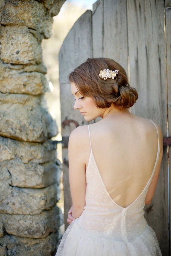 bride with floral floral hair comb | 50+ Best Bridal Hairstyles Without Veil | http://emmalinebride.com/bride/best-bridal-hairstyles