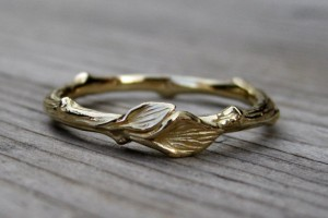 gold rustic wedding band with leaves