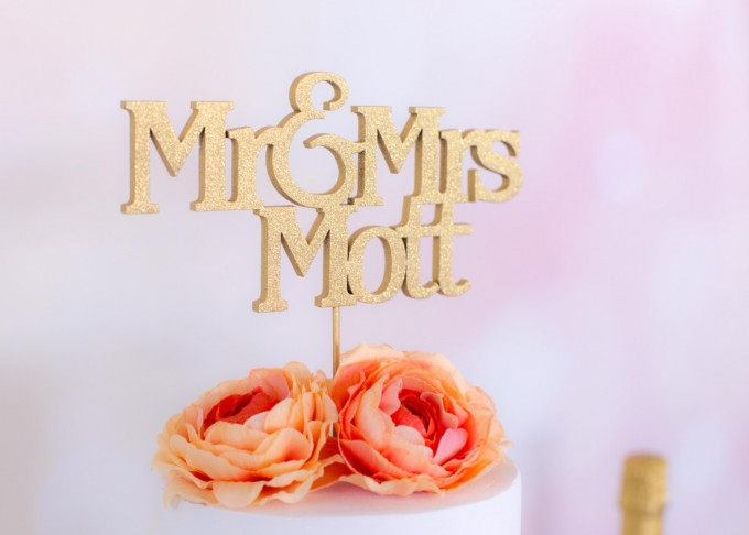 custom name mr and mrs cake topper | win a free cake topper https://emmalinebride.com/2016-giveaway/free-cake-topper/