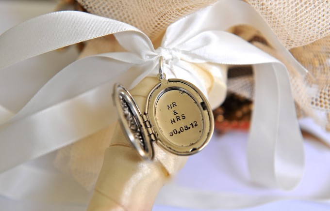 mr mrs bouquet charm locket by sevenblueberries | via 15 Best Gifts for the Bride from Groom | http://emmalinebride.com/gifts/gifts-for-the-bride-from-groom/