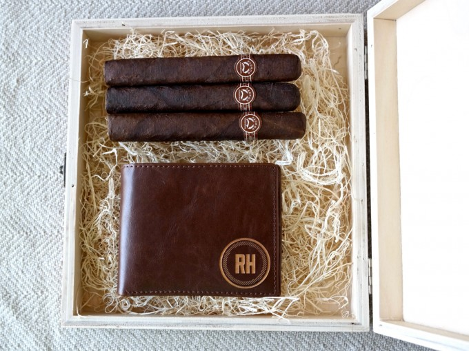 I love these engraved custom cigar boxes for groomsmen gifts! by Swanky Badger Design. | http://emmalinebride.com/wedding/cigar-boxes-groomsmen/