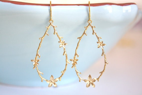 twig earrings | country bridesmaid gifts under $25 via http://emmalinebride.com/rustic/country-bridesmaid-gifts/