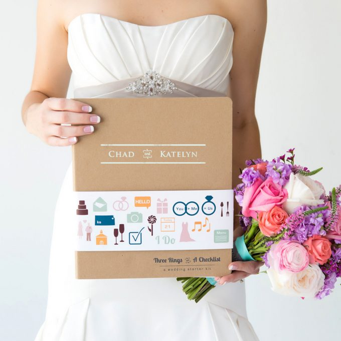 Giveaway: Win a Wedding Planner Binder by Hello Bride | http://emmalinebride.com/2016-giveaway/wedding-planner-giveaway/