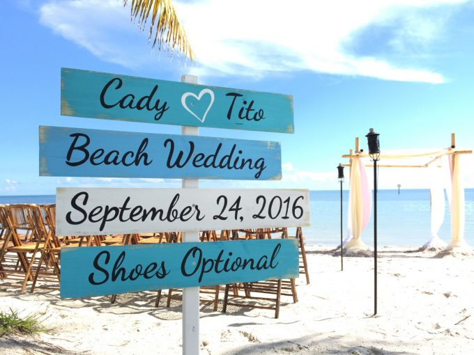 Directional Signs for Weddings | by iDecor4you | via Emmaline Bride - http://emmalinebride.com/wedding/directional-signs-weddings/
