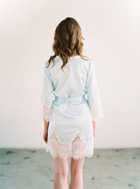 gBlue Bridal Robe for Getting Ready | Photo: Lara Lam | Robe: Marisol Aparicio | via http://emmalinebride.com/wedding/blue-bridal-robe/