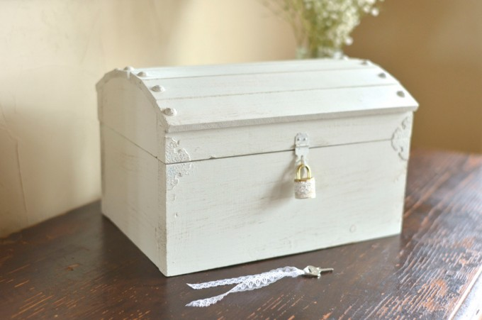Medium white card box with lock