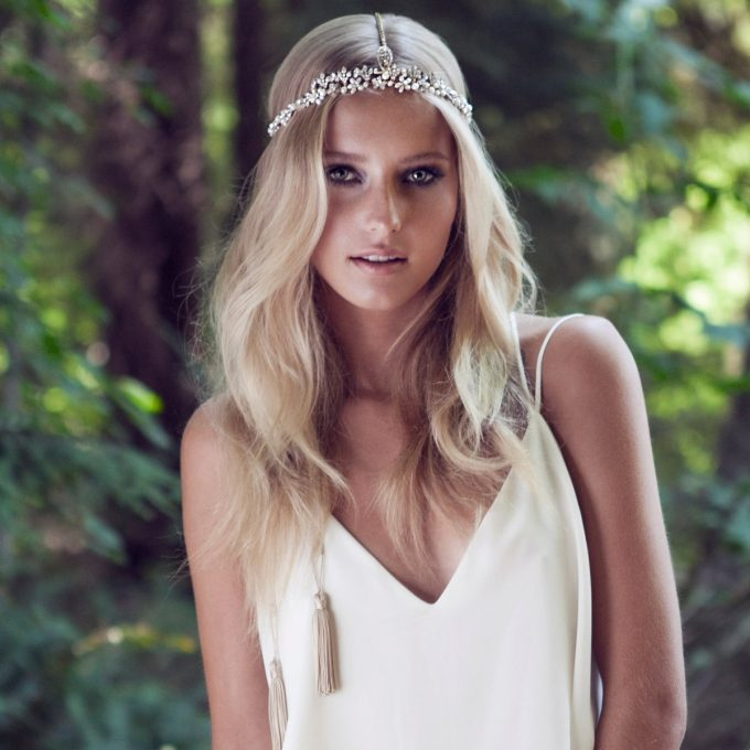 Tassel Bridal Hairpiece by Olivia The Wolf | via 21 Festive Tassel Wedding Decorations & Accessories | https://emmalinebride.com/themes/tassel-wedding-decorations/
