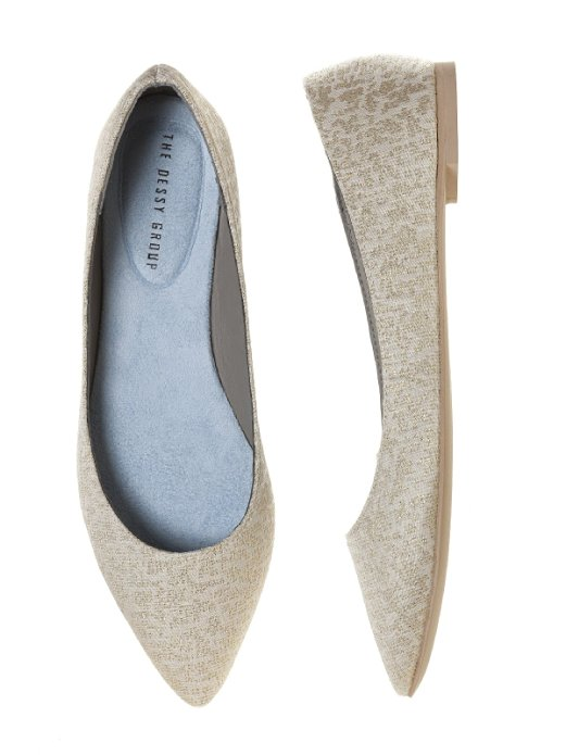 Pointed Brocade Bridal Flats | 21 Wedding Flats That Will Look Beautiful for the Bride - https://emmalinebride.com/bride/wedding-flats-bride/