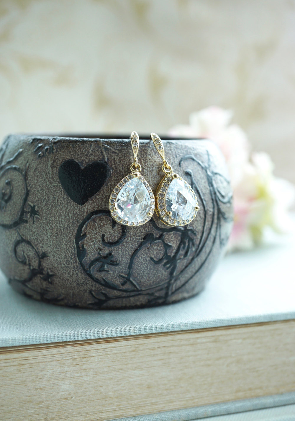Giveaway: Win free bridal earrings by Marolsha Bridal! Exclusively at EmmalineBride.com
