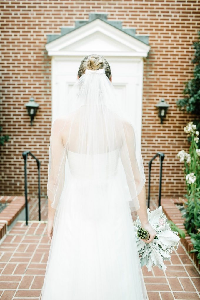 bow wedding veil | via FREE wedding veil giveaway at Emmaline Bride from Blanca Veils: http://emmalinebride.com/bride/free-wedding-veil/