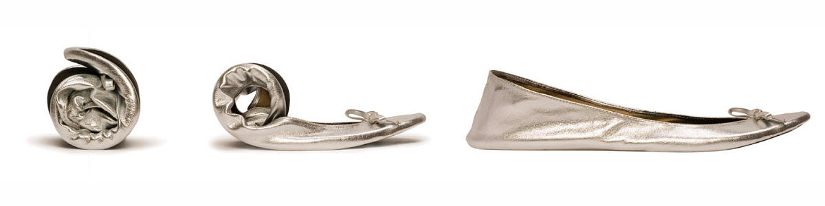 These are the best folding flats for bridesmaids gifts and wedding guests. Comfy, lightweight, cute, and super affordable! By Cinderollies.