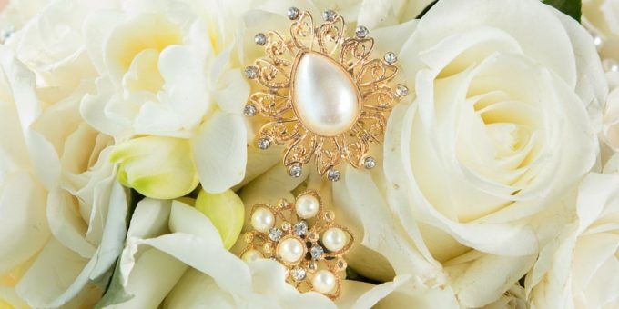 pearl-brooches