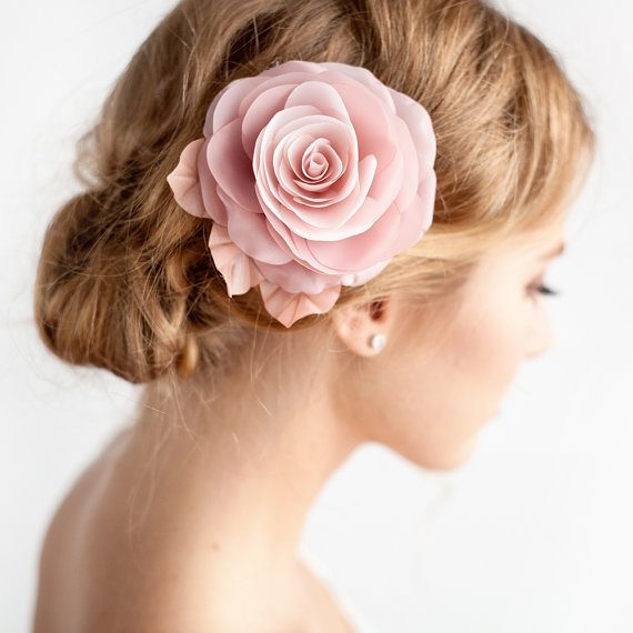 How to Wear Flowers in Hair for Wedding | hair flower by Florentès | http://emmalinebride.com/bride/how-to-wear-flowers-in-hair-for-wedding