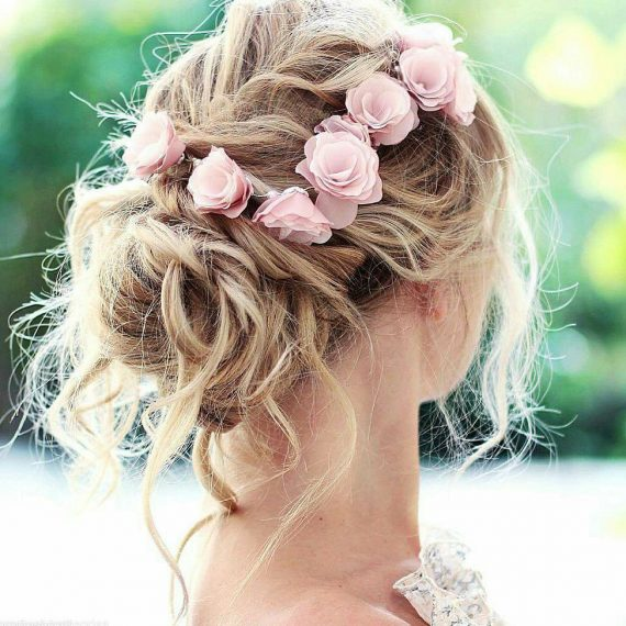 How to Wear Flowers in Hair for Wedding | style by Elvira, via Florentès | http://emmalinebride.com/bride/how-to-wear-flowers-in-hair-for-wedding/
