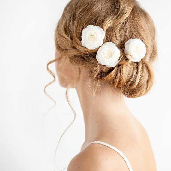How to Wear Flowers in Hair for Wedding | hair flower by Florentès | http://emmalinebride.com/bride/how-to-wear-flowers-in-hair-for-wedding/