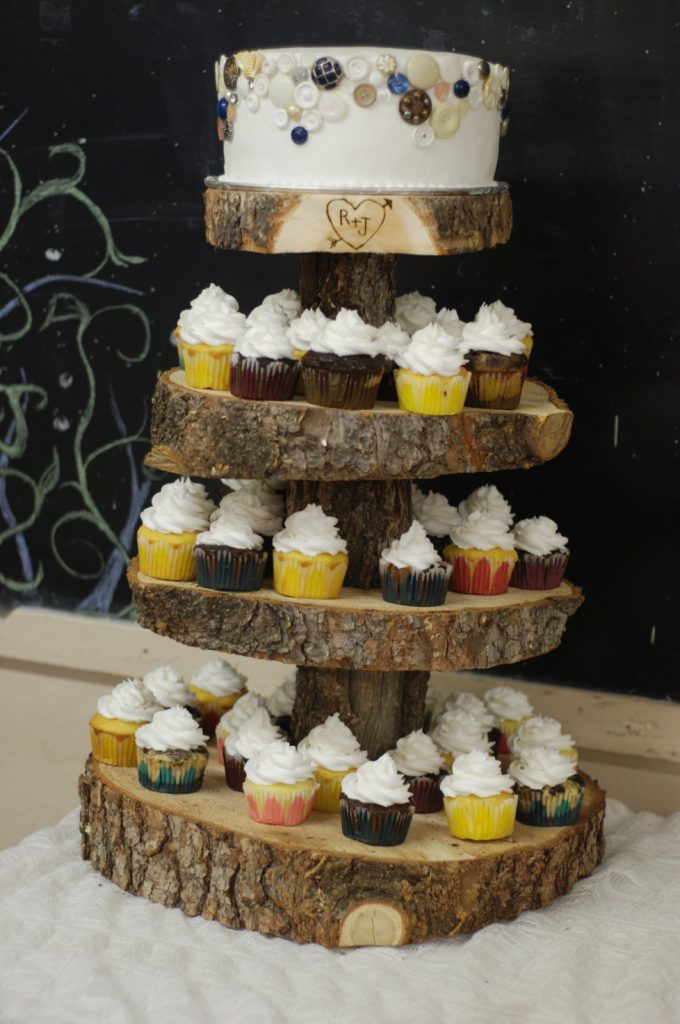 rustic cake and cupcake stand | via Heart and Arrow Wedding Ideas: http://emmalinebride.com/themes/heart-and-arrow-wedding-ideas