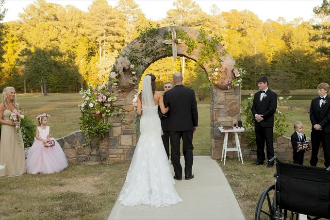Beautiful and Rustic Alabama wedding at the Douglas Manor | Stefani Marie Photography - http://emmalinebride.com/real-weddings/rustic-douglas-manor-wedding/