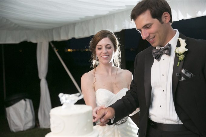 bride and groom cut the cake in this Crystal Coast Wedding | North Carolina wedding photographed by Ellen LeRoy Photography - http://emmalinebride.com/real-weddings/breathtaking-crystal-coast-wedding-mara-will-married/
