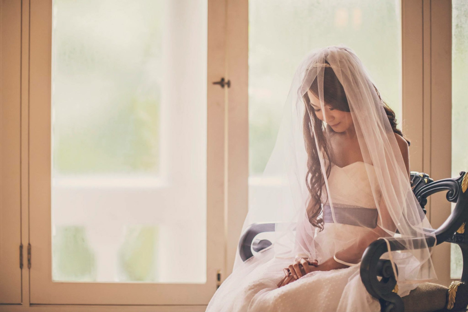 veil with ribbon trim