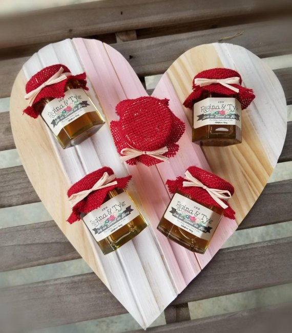 wedding favors ideas - jars of jam or jelly or honey