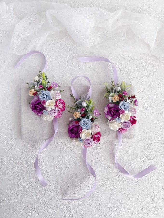 can bridesmaids wear corsages
