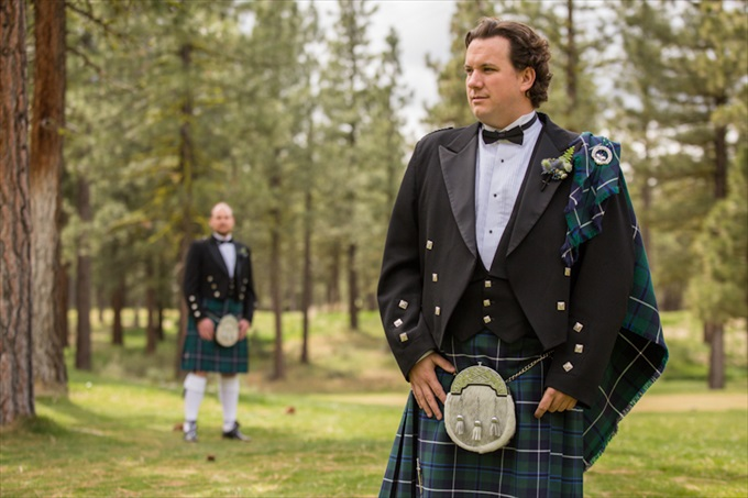 Scottish Wedding | Photography - Johnstone Studios | http://emmalinebride.com/real-weddings/scottish-fairytale-wedding/