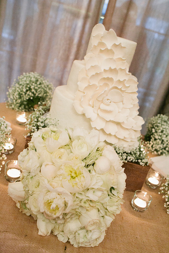 Tate Tullier Photography - Gatehouse wedding - wedding-cake-on-table-with-burlap-and-baby's-breath