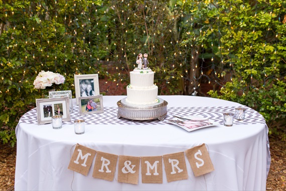 Filda Konec Photography - Hemingway House Wedding - wedding cake table with burlap bunting