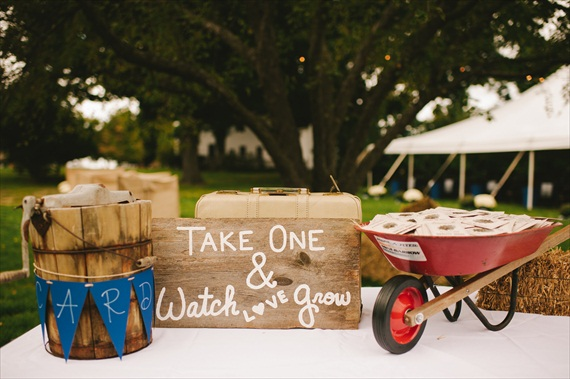americana-wedding-wildflower-seeds-packet-favors-table (photo: michelle gardella)