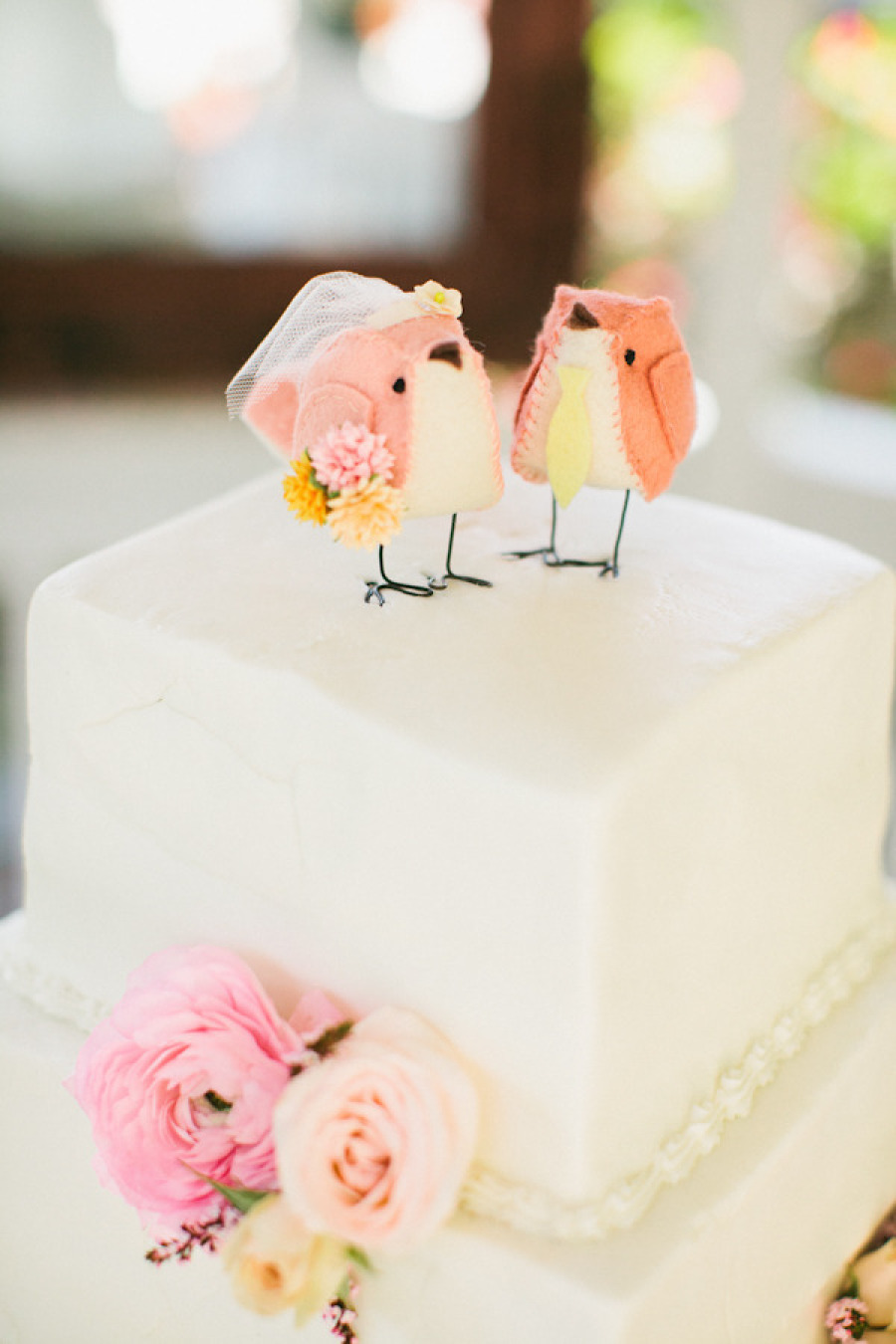 bird cake topper | via http://emmalinebride.com/2015-giveaway/bird-cake-topper/ | photo: richelle dante