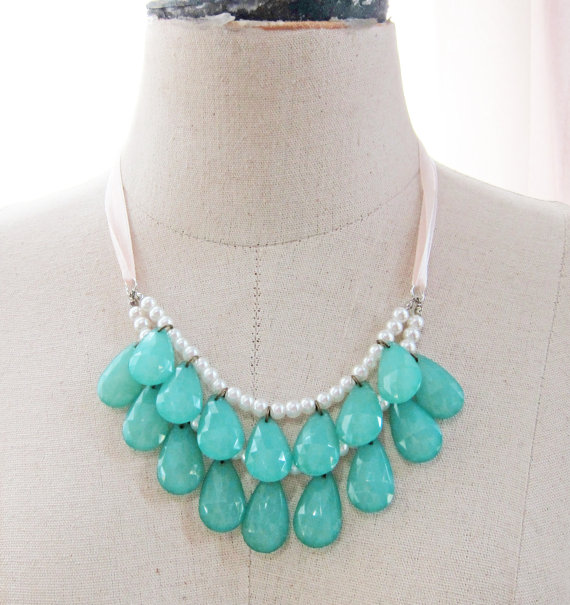 blue statement necklace (via How to Wear a Bib Necklace)
