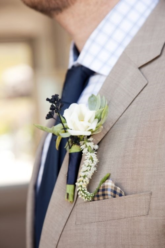 blue-ribbon-wrapped-boutonniere