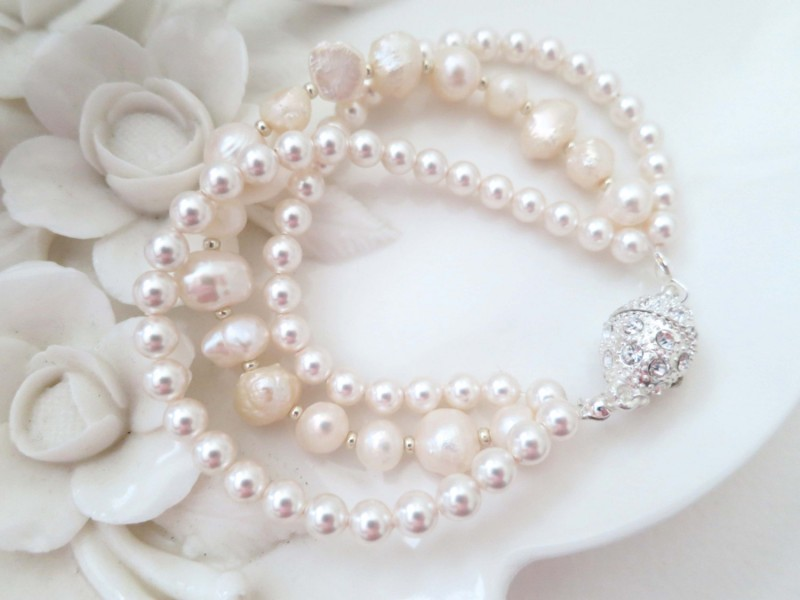 Ivory and Blush Pearl Necklace and Bracelet | http://emmalinebride.com/bride/blush-pearl-necklace/