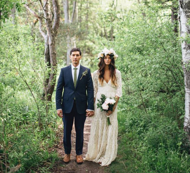 bohemian lace gown | gown: be my bride | photo: jessica stoe | etsy boho weddings | http://emmalinebride.com/bohemian/etsy-boho-weddings/