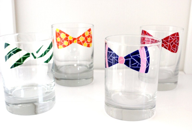 bow tie glassware via personalized glassware gifts | http://emmalinebride.com/bridesmaids/personalized-glassware-gifts/