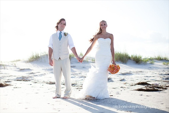 9 Beach Ceremony Blunders to Avoid (via EmmalineBride.com) - photo: eric boneske