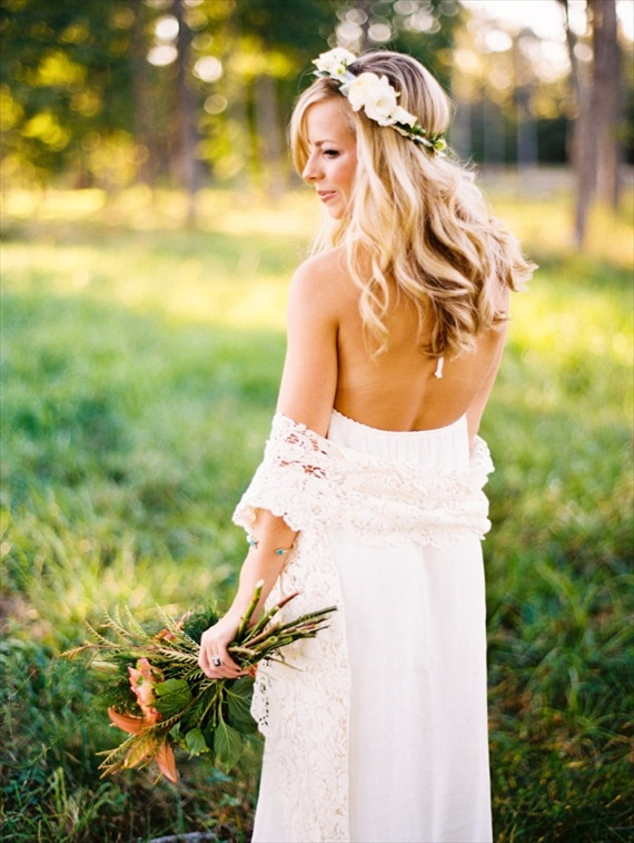 bride wearing hair crown hair down style via 3 Tips for Wearing a Hair Crown (photo: perry vaile)