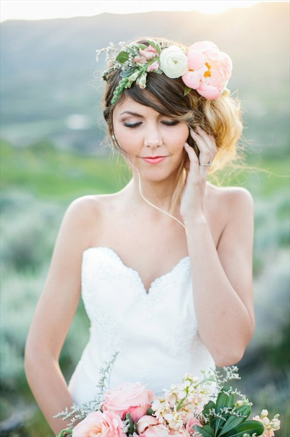 bride wearing hair crown | 3 Tips for Wearing a Hair Crown - photo: lora grady, alyssia b photography