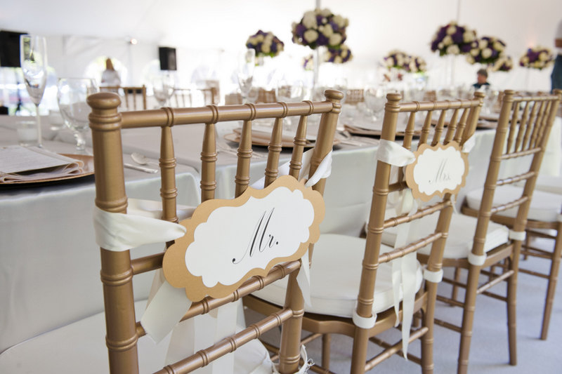 chic mr and mrs signs | via bride and groom chair signs http://emmalinebride.com/decor/bride-and-groom-chairs/