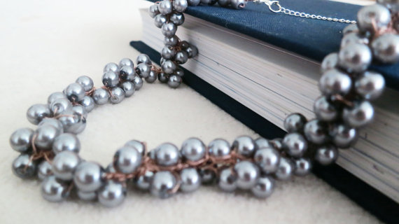 Chunky Pearl Necklaces (by Sukran Kirtis via EmmalineBride.com)