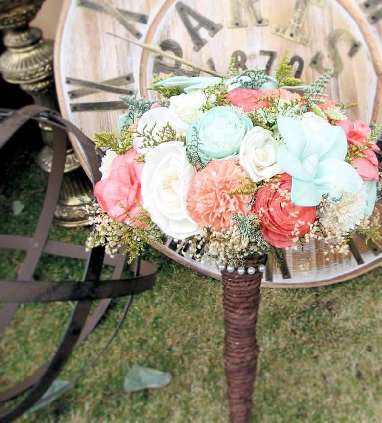coral and mint bouquet | Coral and Mint Wedding http://emmalinebride.com/color/coral-and-mint-wedding/