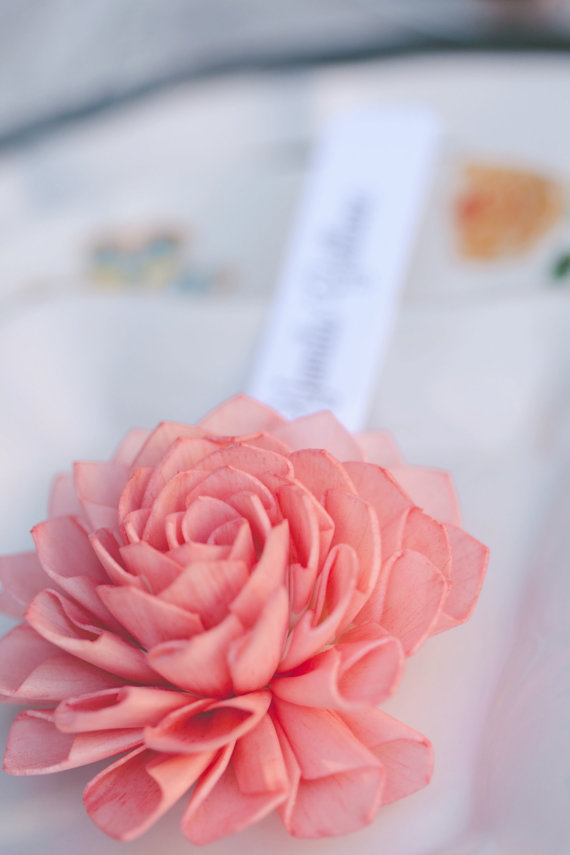 coral-wooden-flower-place-card
