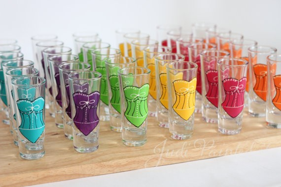 personalized glassware gifts | http://emmalinebride.com/bridesmaids/personalized-glassware-gifts/