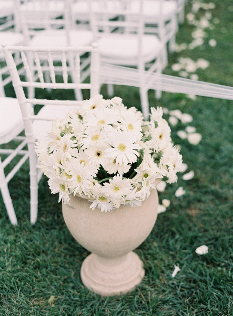 daisy aisle decor