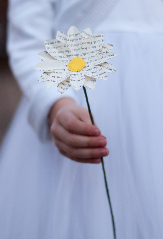 daisy flower made of paper via  7 Paper Flower Bouquets to Pick for Weddings