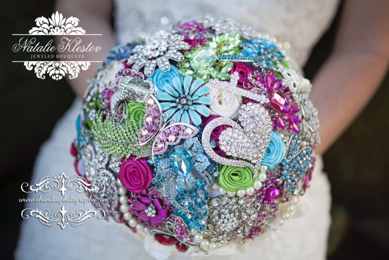 make your own brooch bouquet | Best DIY Wedding Projects via http://emmalinebride.com/decor/best-wedding-diy-projects/