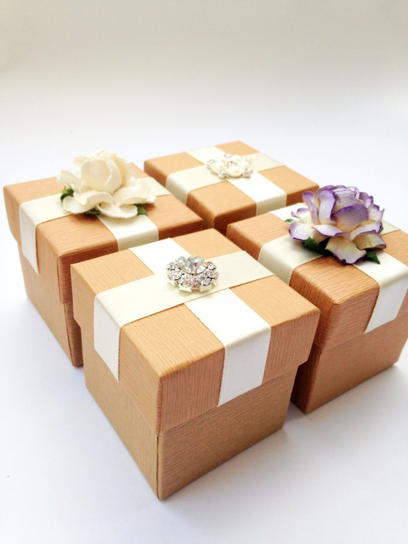 diy wedding favor boxes | Best DIY Wedding Projects via http://emmalinebride.com/decor/best-wedding-diy-projects/