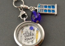 dr-who-floating-locket